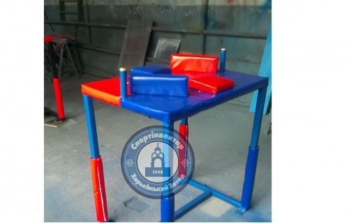 Armwrestling table
